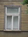 Koidula tn 20 põhikorruse aken tänavafassaadil. Foto: Aigar Needo, 23.07.2010.