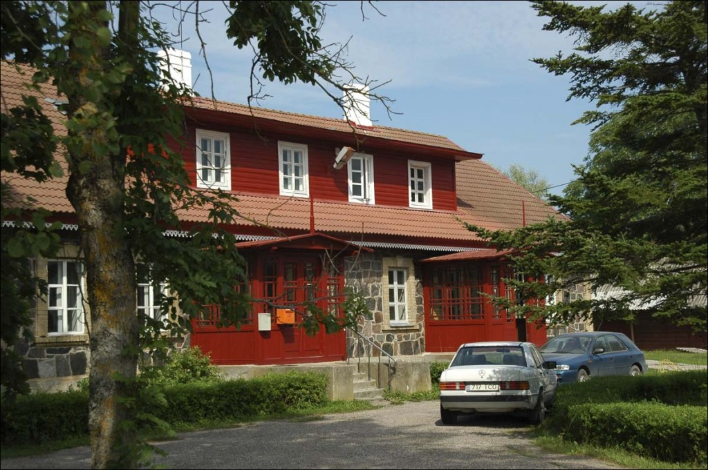 Kõrgessaare vallamaja  Autor M. Mõniste  Kuupäev  18.08.2006