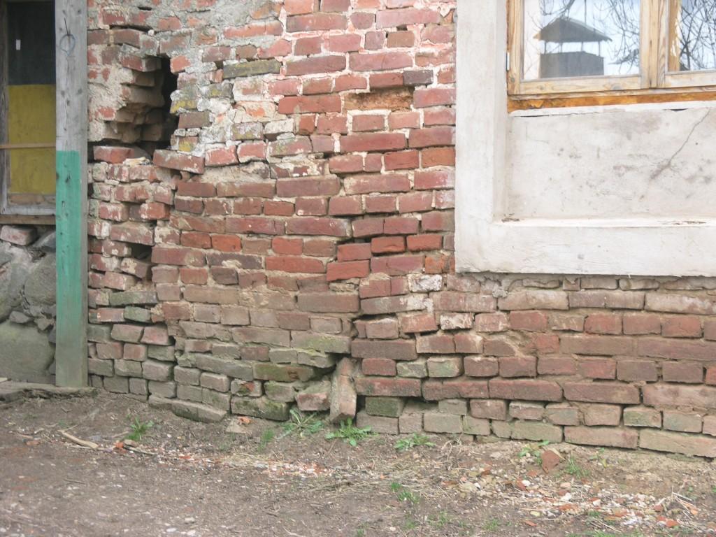 Palupera mõisa ait-kuivati lagunev müüritis. Pilt I. Merzin 08.04.15