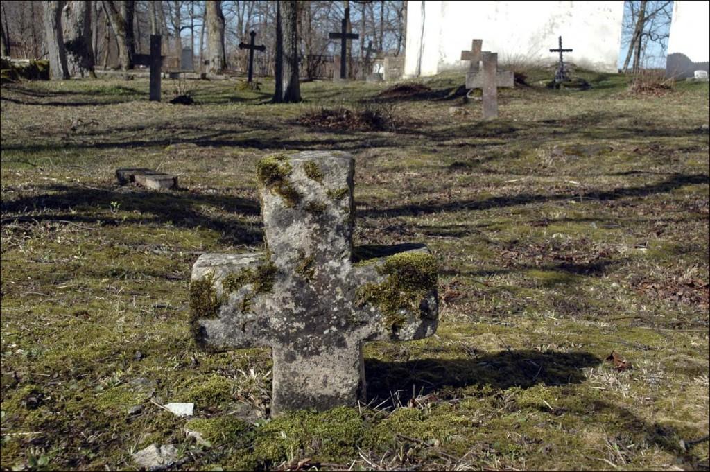 Pühalepa kirikuaed  Autor M. Mõniste  Kuupäev  01.04.2007