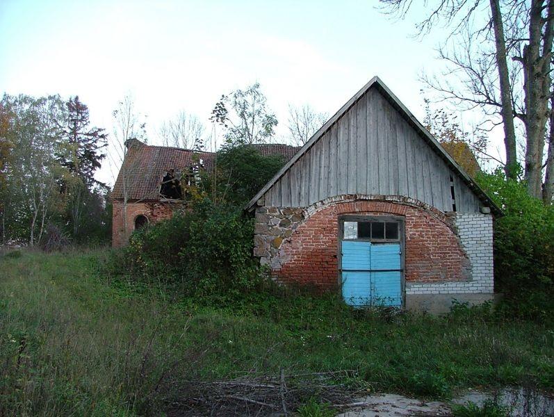 Vaade keldri sissepääsule Foto 12.10.2006 Anne Kivi