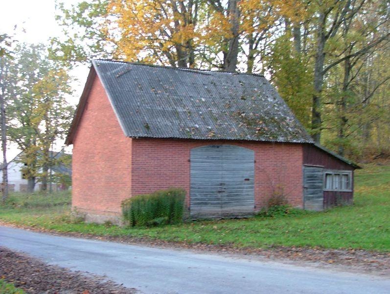 Vaade Uue-Kariste mõisa kaalukoja esiküljele Foto 12.10.2006 Anne Kivi