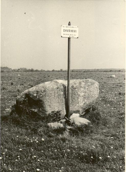 Ohvrikivi - lõunast. Foto: H. Joonuks, 1980.