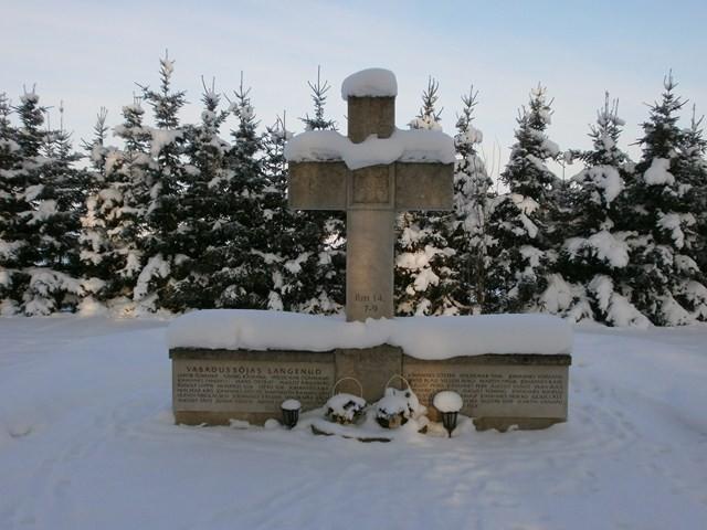 Mälestussammas Vabadussõjas langenutele Laiuse kalmistul. Foto: Kadri Tael 10.02.2012
