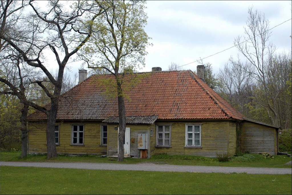 Elamu Vabrikuväljak 4  Autor M. Mõniste  Kuupäev  13.05.2007