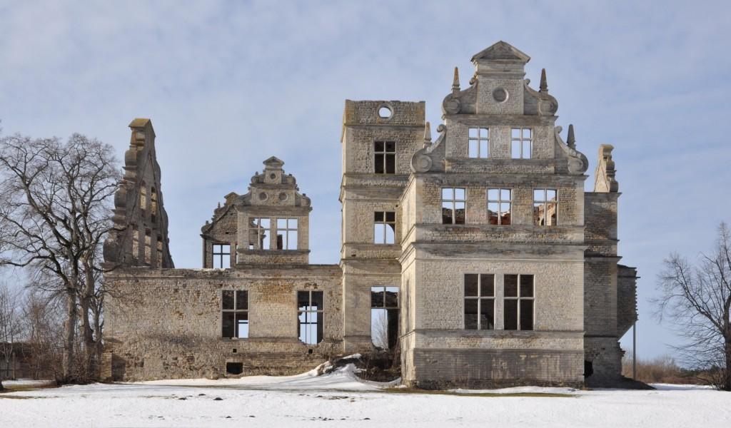 Vaade Ungru mõisa peahoone varemetele kirdest. T. Padu foto, 15 03 2012