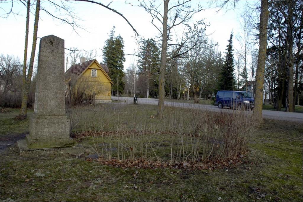Käina ühishaud  Autor M. Mõniste  Kuupäev  06.04.2007