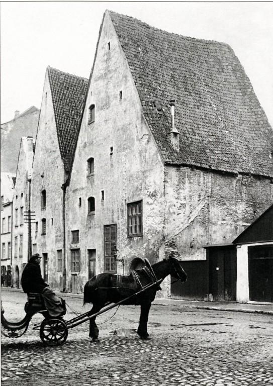 Kolm Venda 1920. aastatel. Esiplaanil Lai 38. Repro raamatust Vana Tallinn (2008)