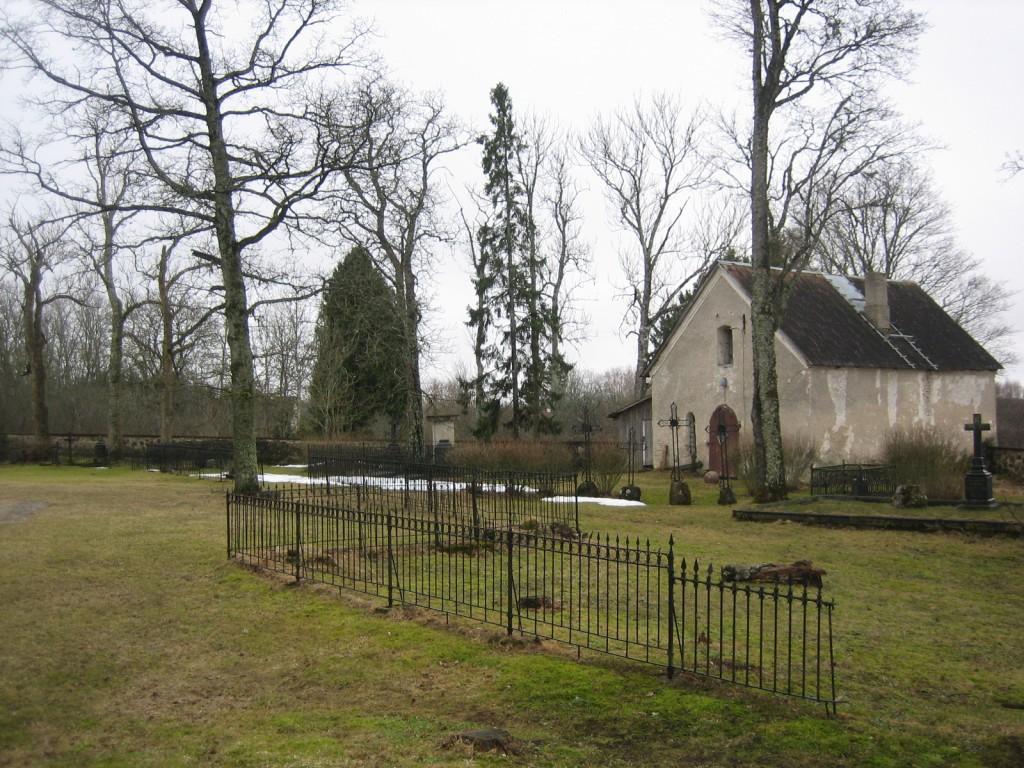 Vaade kirikuaia lääneosale, kabelile. Foto Silja Konsa 29.03.2012