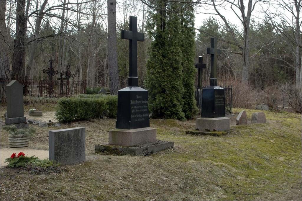 Kärdla kalmistu  Autor M. Mõniste  Kuupäev  11.04.2007