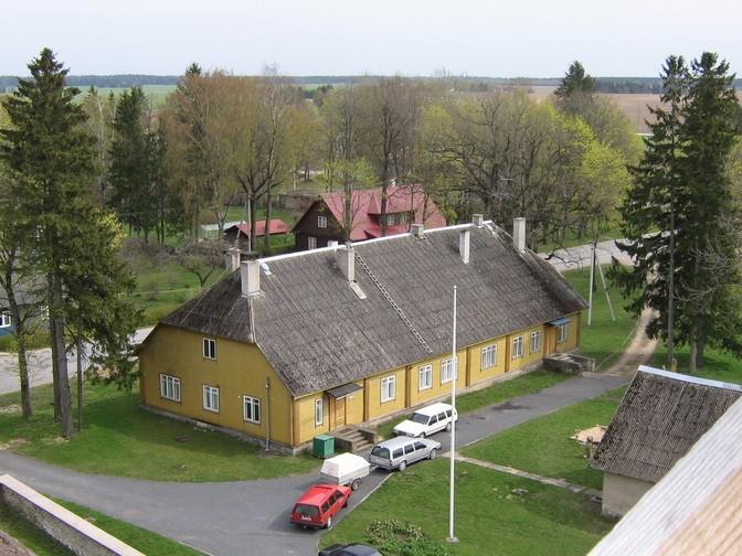 Viru-Jaagupi pastoraadi peahoone : vaade kiriku tornist.  Autor Anne Kaldam  Kuupäev  07.05.2007