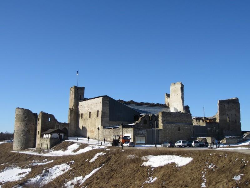 15740 Rakvere linnuse varemed vallikraaviga, 05.04.12 Anne Kaldam vaade põhjast