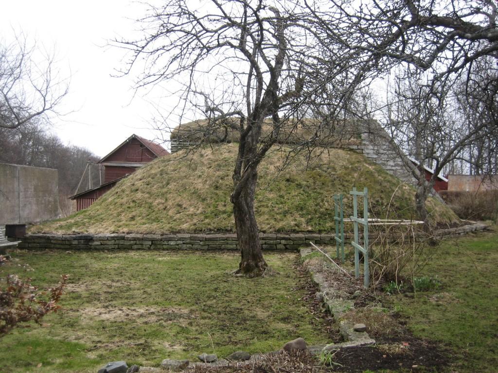 Vaade keldrile loodest. Foto Silja Konsa, 19.04.2012