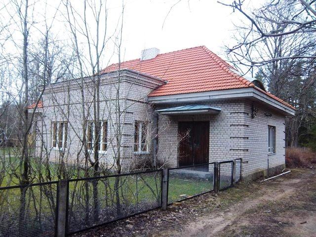 Koikse raudteejaama hoone vaade kagust. K. Klandorf 26.04.2012