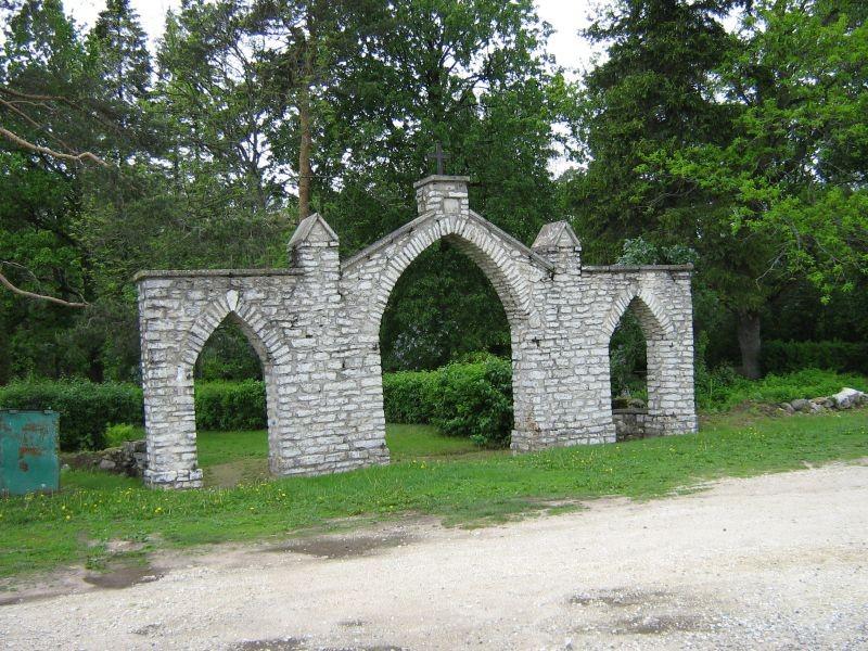 Simuna kalmistu, reg. nr 5752. Vaade kalmistu peaväravale. Foto: I. Raudvassar, kuupäev 31.05.2007