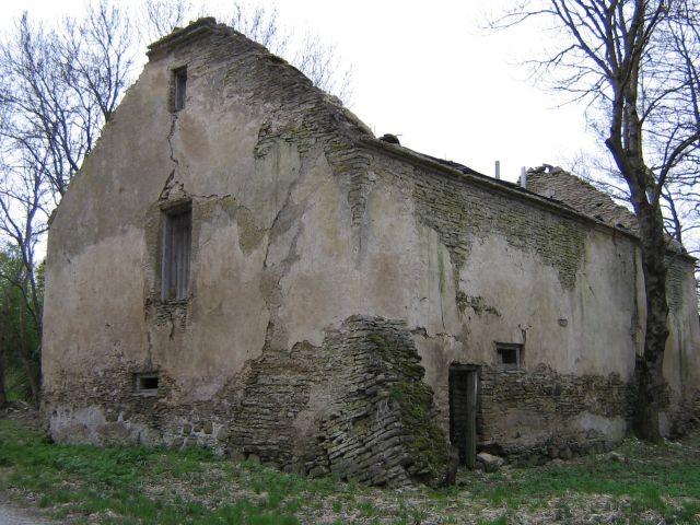 Sagadi mõisa laut : 15949 varemed.vaade kirdest  Autor ANNE KALDAM  Kuupäev  11.05.2007