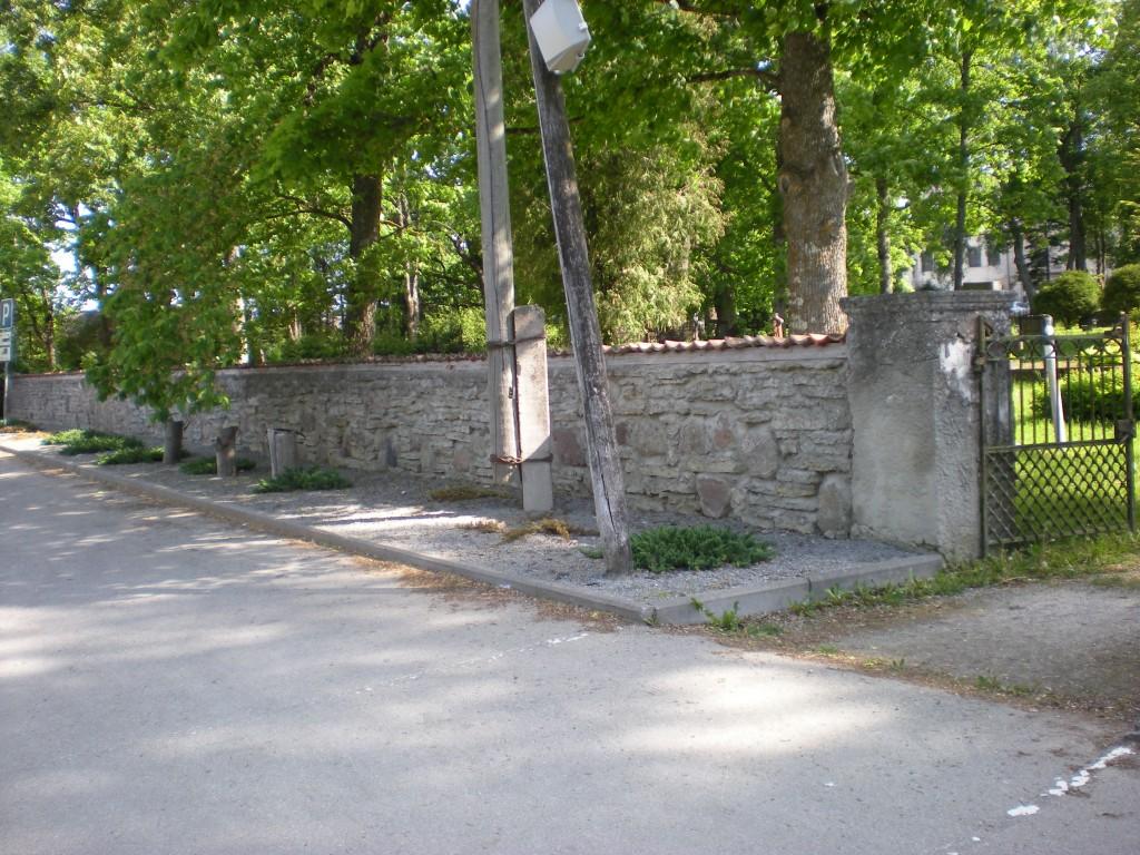 Koeru kirikuaia piirdemüür Tiit Schvede 01.06.2012