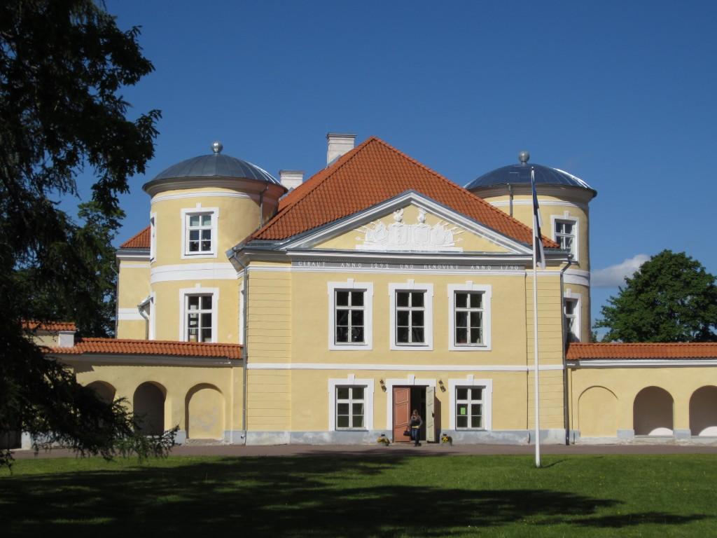 16079 Kiltsi mõisa peahoone, vaade peasissepääsule,  05.06.2012. Anne Kaldam