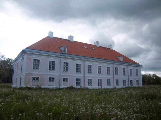 Päärdu mõisa peahoone tagakülg. K. Klandorf 05.06.2012