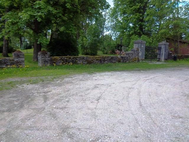 Vigala kirikuaia piirdemüür. K. Klandorf 05.06.2012