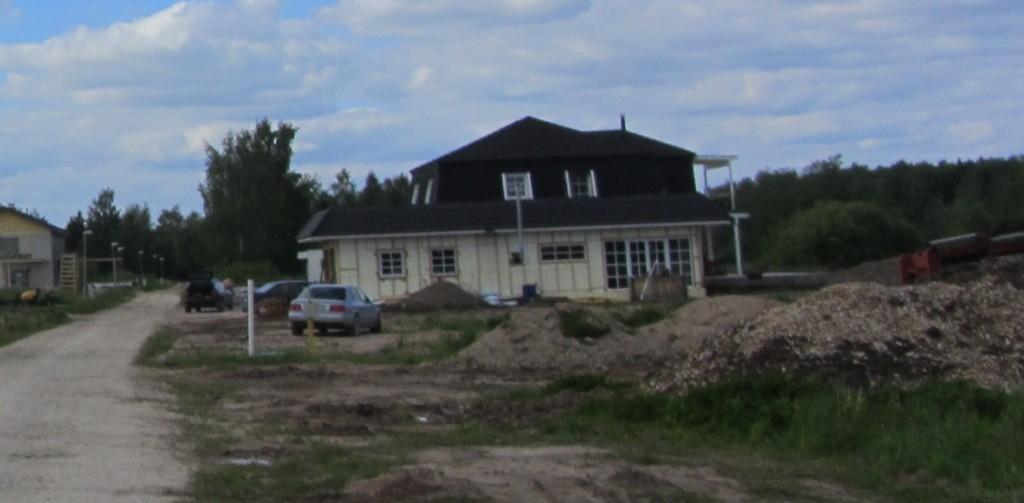 Vaade asulakoha alale rajatud uusehtistele. Foto: Karin Vimberg, 05.06.2012.