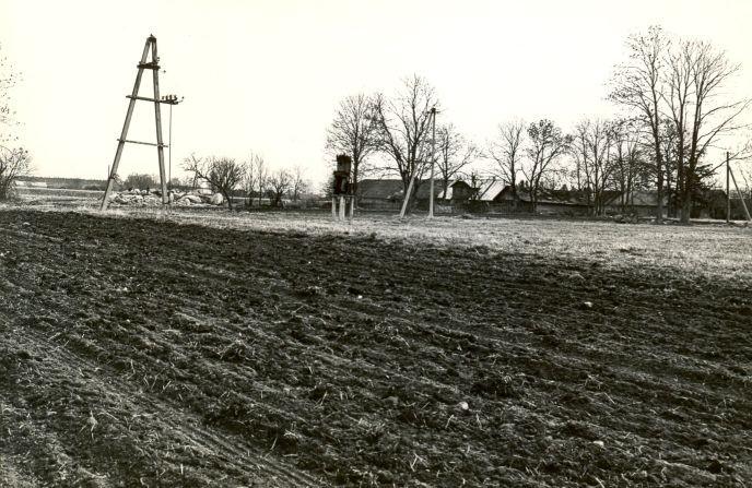 Asulakoht - edelast. Foto: O. Multer, 05.05.1982.