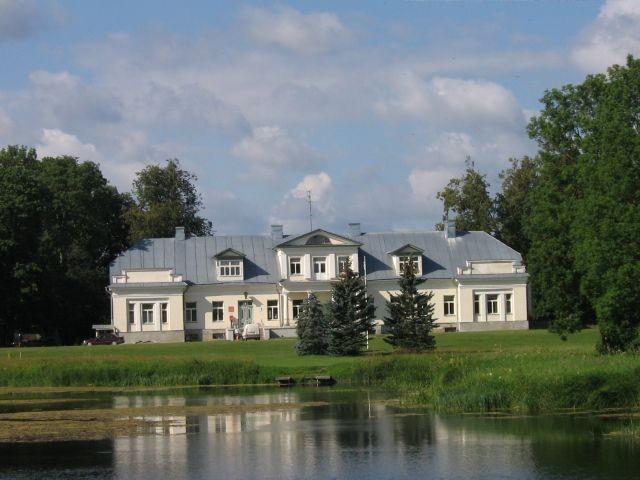Vohnja mõisa peahoone :15692 vaade eest kirdest üle tiigi  Autor ANNE KALDAM  Kuupäev  18.07.2007