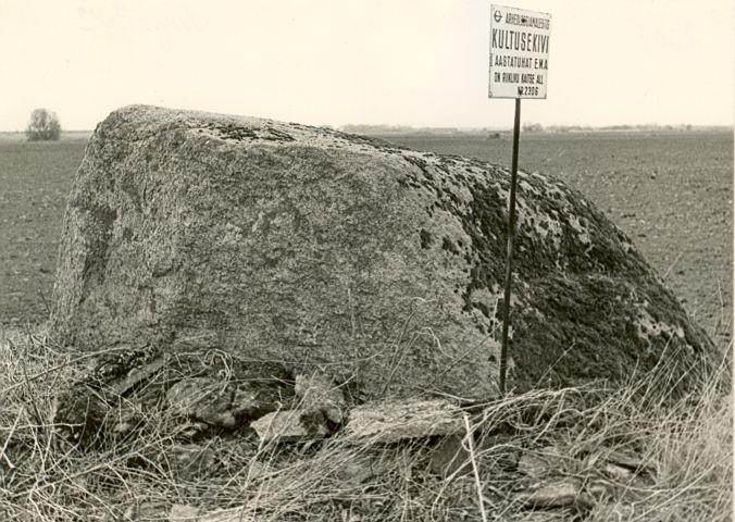 Kultusekivi - idast, E. Väljal, 27.apr.1989