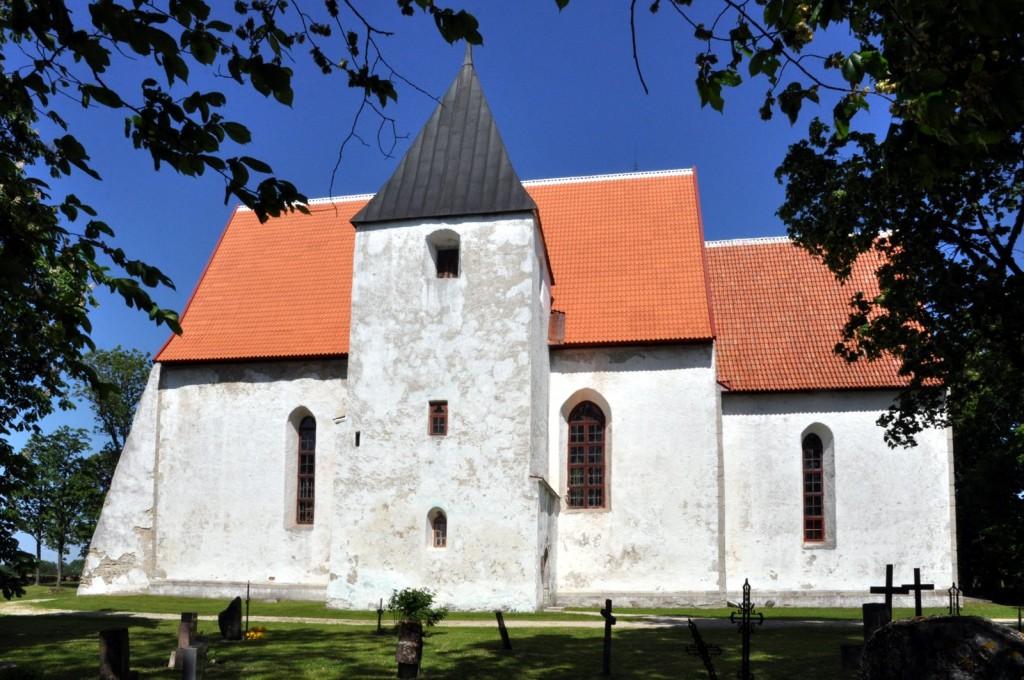Ridala kiriku lõunafassaad. Foto: Tõnis Padu, 10.06.2012