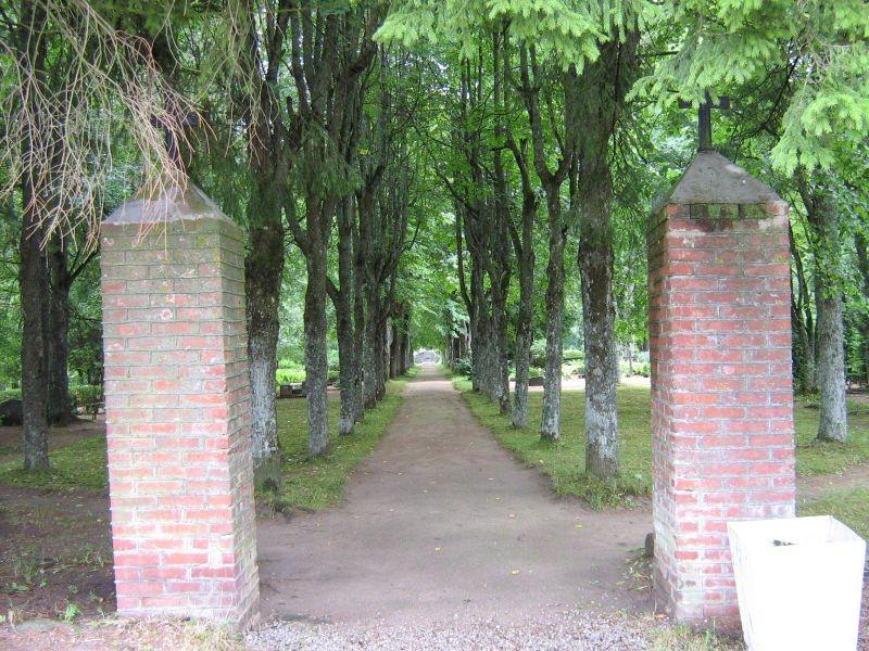 Tudu kalmistu, reg. nr 5802. Vaade väravale. Foto: I. Raudvassar, kuupäev 25.07.2007