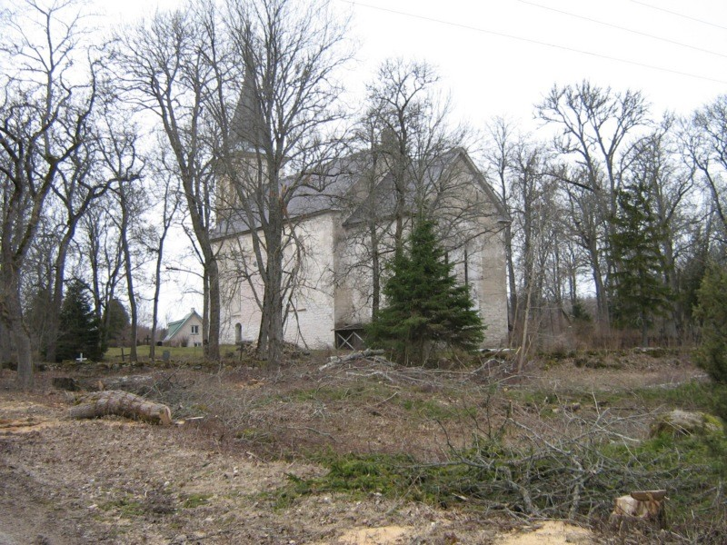 Hanila kiriku juures raietööd Kalli Pets 12.04.2012