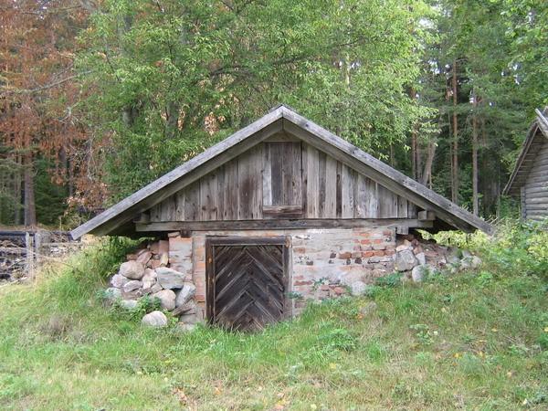 Uustalu kelder : 15882,vaade õuest  Autor Anne Kaldam  Kuupäev  18.08.2007