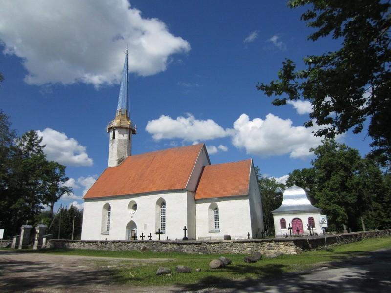16107 Väike-Maarja kirik, vaade lõunast 14.06.12. Anne Kaldam