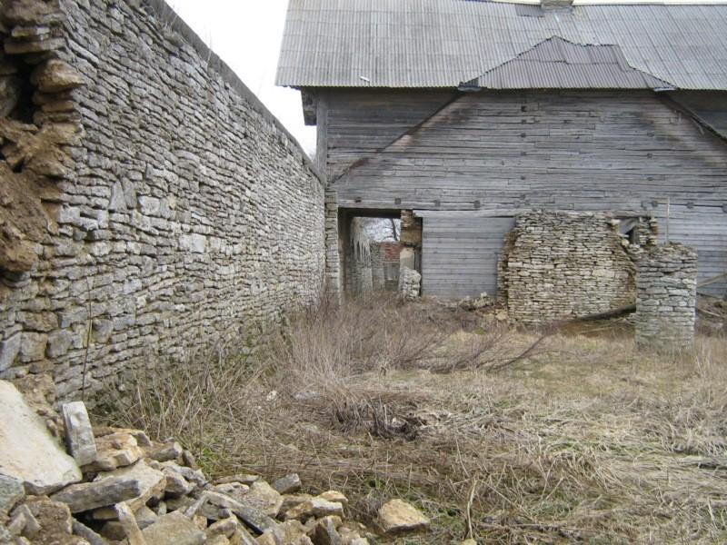 Jõgeva kõrtsi müüri varing edelaosa idaküljel Kalli Pets 30.03.2012