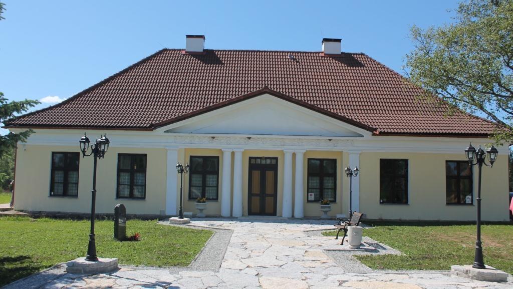 Ruunavere postijaama peahoone, vaade idast. K.Milsaar 21.06.2012.