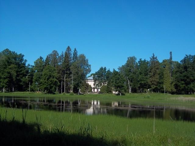 Käru mõisa pargi vaade idast mõisa peahoone suunas. K. Klandorf 22.06.2012