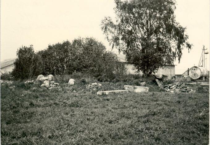 Kivikalme - kirdest. Foto: E. Väljal, 1980ndad aastad.