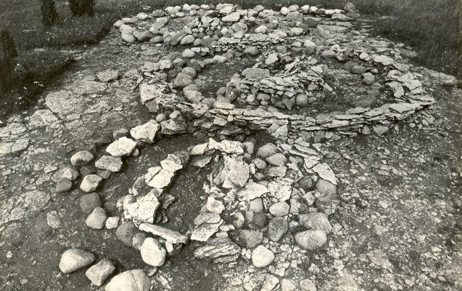 Kivikalmed 18221-18226, E. Väljal, aug.1981