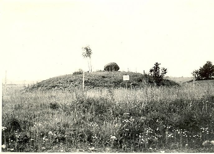 Kivikalmed 18447-18449, H. Joonuks, 1976