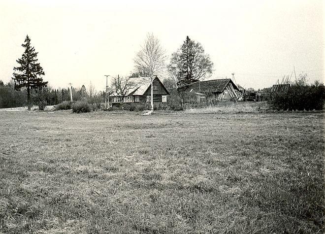 Asulakoht - lõunast, E. Väljal, 4.mai 1984