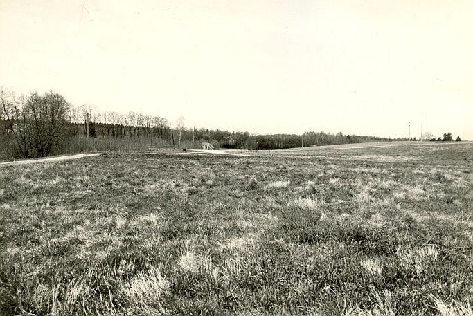 Asulakoht - läänest, O. Multer, mai 1985