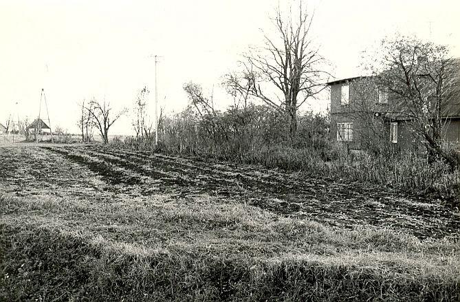 Asulakoht - põhjast, E. Väljal, 12.okt.1984