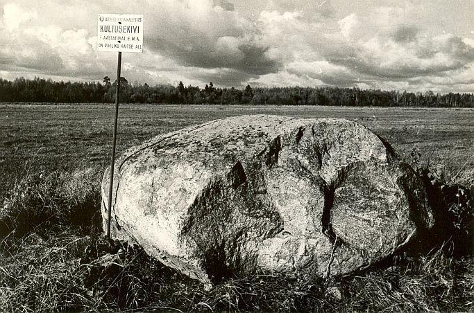 Kultusekivi - idast, E. Väljal, 12.okt.1984