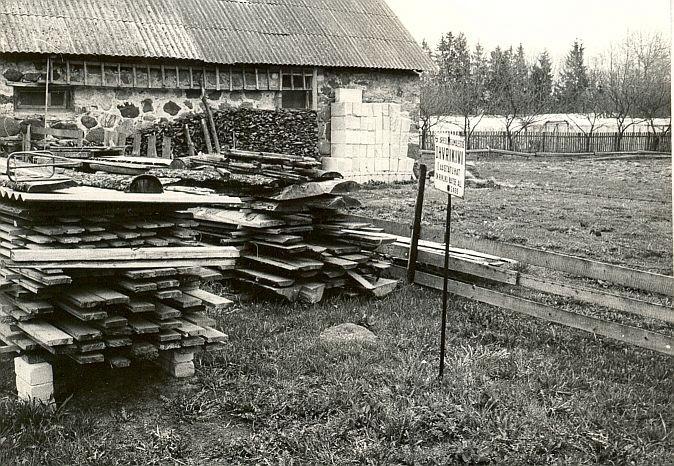 Ohvrikivi - edelast. Foto: E. Väljal, 05.05.1987.