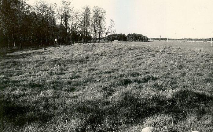 Maa-alune kalmistu - lõunast. Foto: E. Väljal, mai 1987.
