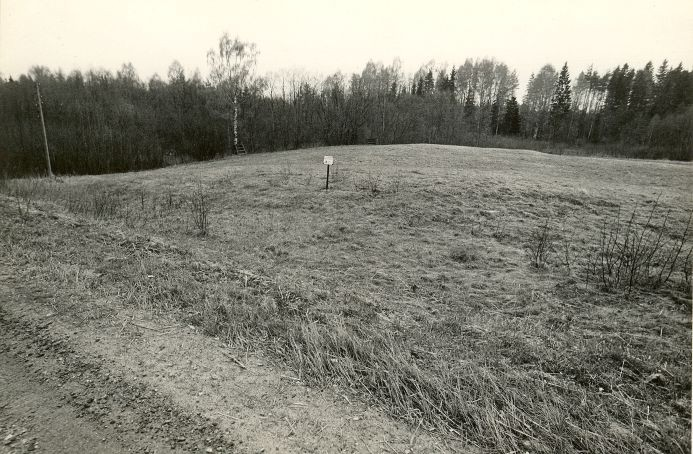 Maa-alune kalmistu - idast. Foto: M. Pakler, 07.05.1987.