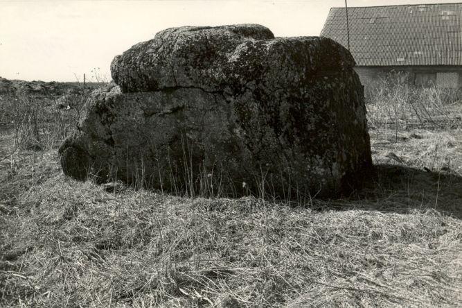 Kultusekivi - idast, E. Väljal, 1980ndad