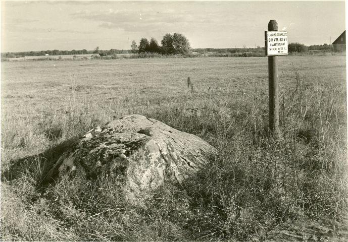 Ohvrikivi. Foto: A. Sillasoo, 30.09.1976.