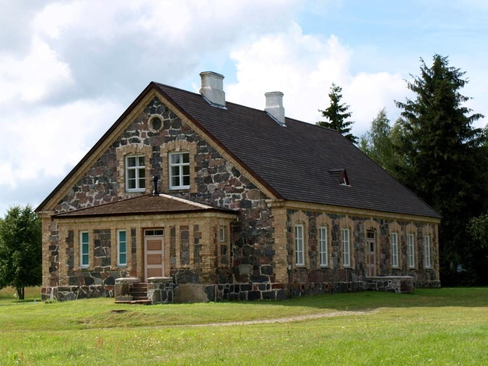 Kuri õigeusu kiriku koolimaja, vaade kagust Autor Maarika Leis-Aste Kuupäev 16.07.2012