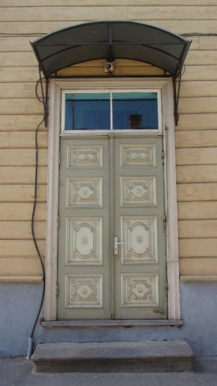 6971 Puitelamu Tartus Veski 37 Uks esifasaadil Autor Lea Laidra Kuupäev 03.08.2012